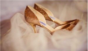 gold-glitter-pumps-600x350