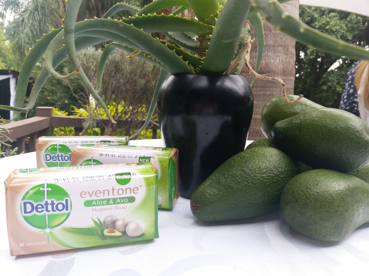 Have a Dettol beauty session with the new Dettol even tone aloe & avo